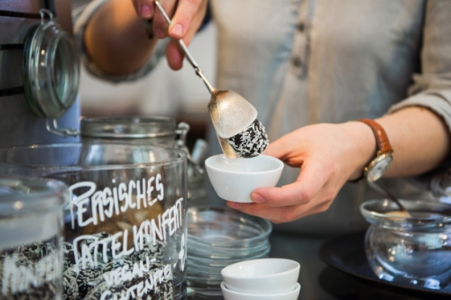 Café Hilda Kiel 13-cafe_hilda_kiel_persisches-dattelkonfekt-500x333