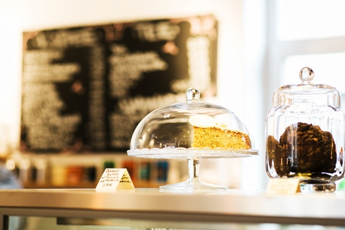 Café Hilda Kiel 17-cafe_hilda_kiel_kuchenglocke-kuchen-kekse-500x333